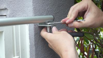 Mounting example type 2 - Wall mounting on gates with side located door hinges