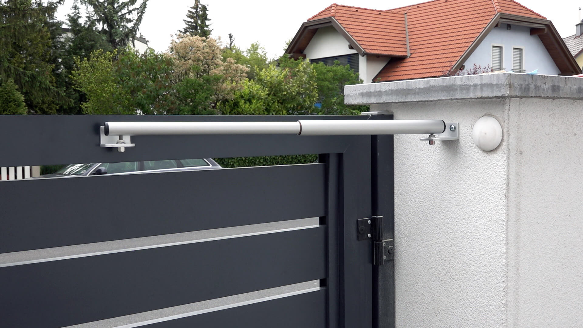 Mounting example type 5 - Wall mounting with side located door hinges